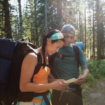 Oregon couple hiking